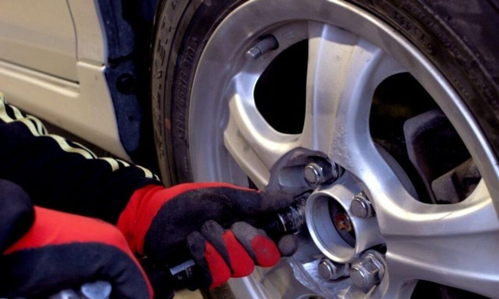 自動車整備工具 タイヤ交換